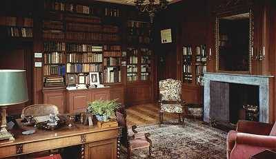 Bibliotheek met de oorspronkelijke inventaris.