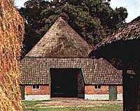 Achterkant van boerderij Blankenborg.