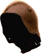 Bascinet met bout om een klapvizier te bevestigen, ca. 1370.