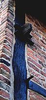 Houten muurankers zijn anno 2000 nog steeds te zien in Bredevoort.