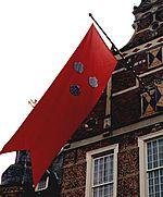 De vlag van Keppel hangt uit voor bezoek.