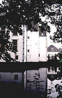 Zijaanzicht van huis 't Velde anno 2000.