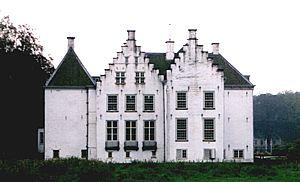 De achterzijde van huis 't Velde anno 2000.