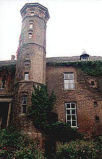 Traptoren van Huis Sevenaer, anno 2000.