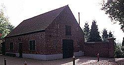 Schuur bij toegangshek Schuilenburg, anno 2001.
