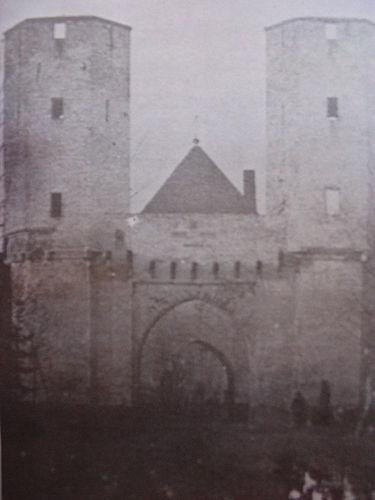 Foto van de Gruitpoort in Doetinchem rond 1850 (C. Rensink).