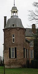 Zuidwestelijke toren van Hackfort, anno 2004.